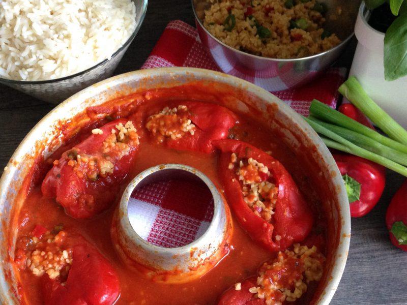 Vegetarisch gefüllte Spitzpaparika